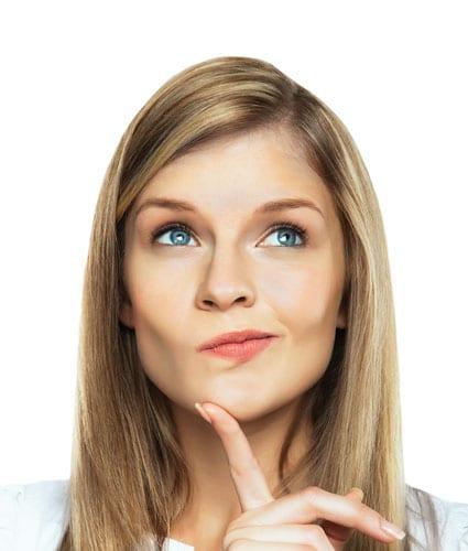 Frau denkt nach - Grübeln und Resilienz