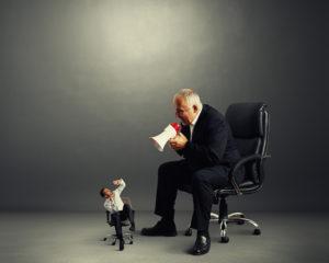 Chef schreit Mitarbeiter an - Führungskultur